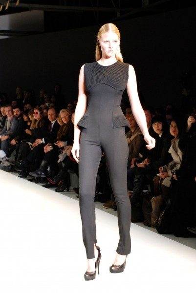 DSC 0001 Kopie 2 401x600 LONDON FASHION WEEK : HAKAAN : SIZZLINGLY SEXY LARA STONE