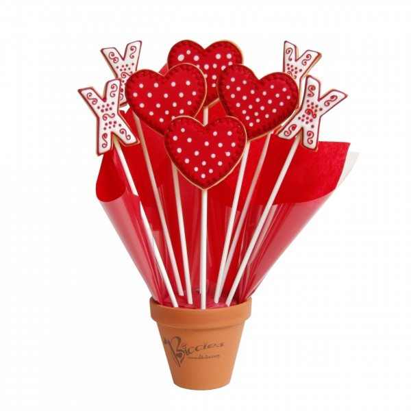 Hearts and Kisses Bouquet Cutout copy 2 600x600 Valentines Day Gifts To Thrill!