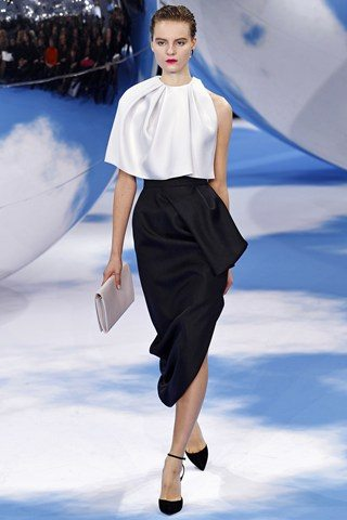 Christian Dior Christian Dior Raf Simons presents a black and white spectacular show