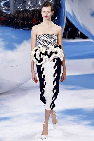 Christian Dior1 Christian Dior Raf Simons presents a black and white spectacular show