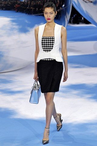 Christian Dior2 Christian Dior Raf Simons presents a black and white spectacular show