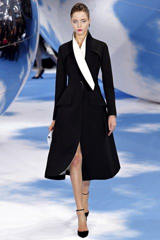 Christian Dior3 Christian Dior Raf Simons presents a black and white spectacular show