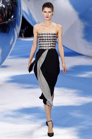 Christian Dior4 Christian Dior Raf Simons presents a black and white spectacular show