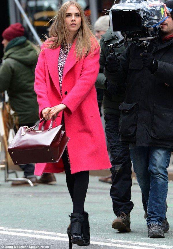 Cara_Delivigne_pink_coat